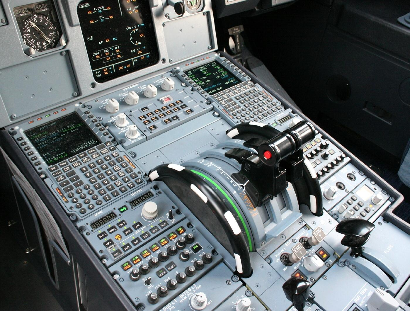 Airplane Throttle Levers : Issues when using manual throttle archive flight sim